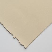 Stonehenge Papier: Fawn 90lb (250gsm), 22x30in. (56x76cm) glatte, makellose, leicht melierte Oberfläche Pergament zu ähneln. 100 % Baumwollfasern, säurefreie, zwei Deckle Ränder.